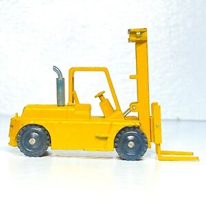 NZG Models 1:87 HO Scale Cat # 124 Forklift Made In Germany