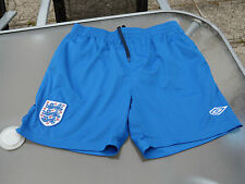 UMBRO ENGLAND TRAINING SHORTS LARGE BOYS EXCELLENT CONDITION