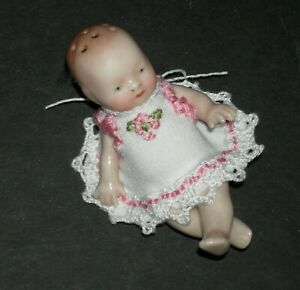 """BYE-LO BABY SALT SHAKER - ADORABLE!! - 3"""" - ANTIQUE w/ VINTAGE EMBROIDERED DOILY"""