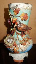 Vase ancien avec décors en relief/nid/oeufs/Antique vase with relief decorations