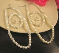 WHITE OR CREAM GLASS PEARL NECKLACE, EARRINGS & BRACELET SET