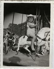 PHOTO ANCIENNE - VINTAGE SNAPSHOT - ENFANT FÊTE FORAINE MANÈGE CHEVAL - HORSE