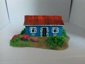 Maison miniature en résine peinte main La Reunion maquette train creche decor