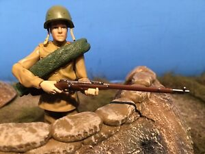 1/18 Russian WWII Infantry Rifleman with Accessories by Kenner