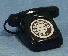 Casa de muñecas en miniatura de Rotary teléfono en negro. Accesorio de estilo antiguo teléfono