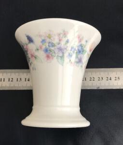 Wedgwood : Vase : Angela : No 74