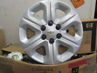 one 2009 to 2011 Chevy Traverse 17 inch hubcap wheel cover