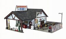 WOODLAND SCENICS BUILT & READY ETHYL'S GAS & SERVICE O SCALE - LED LIGHTING