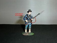 BRITAINS 31122 UNION INFANTRY IRON BRIGADE REACHING FOR PRIMING CAP TOY SOLDIER
