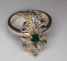 Anillo de plata de ley con esmeralda natural y circonitas