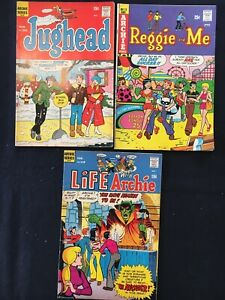3 comic book lot Jughead #202; Reggie And Me #72; Life With Archie #118 1972/74