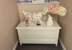 'LAURA ASHLEY' WHITE PANELLED SOLID WOOD OTTOMAN BLANKET BOX. IMMACULATE COND.