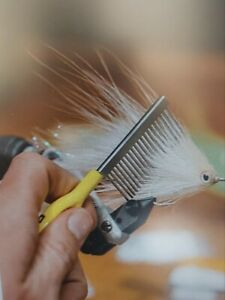 "LOON ERGO COMB "" STREAMER AND MATERIAL TAMER ""  1"" TEETH"