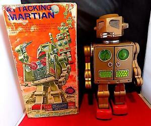 Vintage Tin Battery-Optd Gold Attacking Martian Robot, Horikowa (SH) Japan VGiB