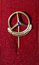 Mercedes Benz Anstecknadel 1000000 KM 333 Gold mit Sapphire