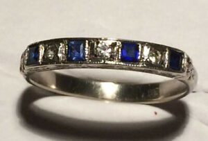 Beautiful 9ct White Gold with 4 Best Grade & Color Blue Sapphire Ring (vintage)