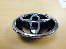 FRONT GRILLE EMBLEM COROLLA 2000 2001 GENUINE TOYOTA OEM NEW GENUINE 7531102080