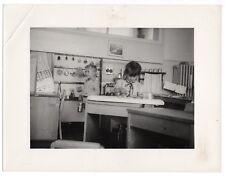 PHOTO Classe de Maternelle 1950 École Écolier Dinette Fer à repasser Cuisine Jeu