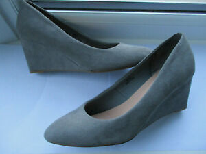 M & S Collection Ladies grey suede wedged almond toe court shoe U.K. 4.5 (EUR 37
