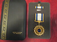 USAF Air Force Distinguished Service medal in case with rosette lapel pin rb DSM