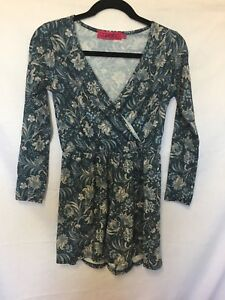 Boohoo Playsuit shorts blue floral long sleeves stretchy material size 10 Women