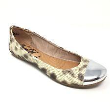 Women's NEW Bare Traps Suzie Flats Shoes Size 9M Beige Silver Snake Print AC7