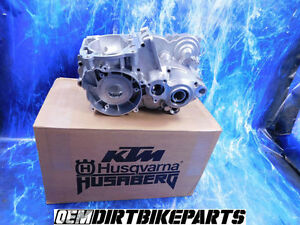 NEW KTM Engine Case Set Crank Bearing Left right Side bottom Motor 250 300 Cases