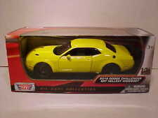 2018 Dodge Challenger SRT HELLCAT Widebody Diecast Car 1:24 Motormax 8 in Yellow
