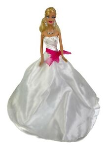 2009 Model Muse Barbie Doll Blonde Hair Blue Eyes Bridal Dress, Jewelry, Shoes