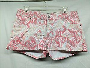 Levi's JUNIORS Shorty Shorts Sz 13 Pink White Tribe Vibe Tribal Print Festival
