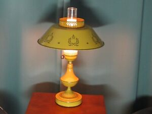 MINT VINTAGE MID CENTURY MUSTARD YELLOW TOLEWARE LAMP Hurricane frosted glass