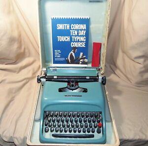 1952 Olivetti Underwood Studio 44 Typewriter Teal Nr Mint Cleaned & Lubed w Case