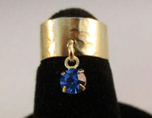 14 KT GOLD PLATED HAMMERED TOE RING WITH  A SAPPHIRE (SEPTEMBER) CRYSTAL DANGLE