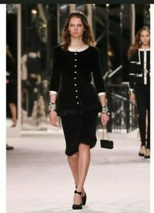 AUTH CHANEL RUNWAY BLACK CC BUTTON OSTRICH FUR EMBELLISHED JACKET SOZE40 US6 US8