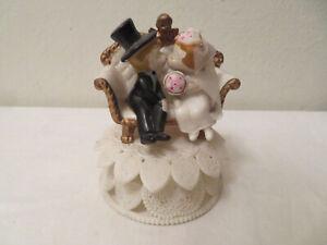 Vtg Bride Groom KIssing Sitting in Deco Sofa w Gold Cherub Wedding Cake Topper