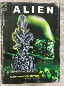 Palisades Alien Special Edition Mini Bust Limited Edition