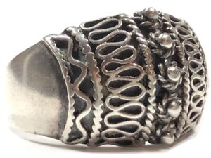 Beautiful Ladies Sterling Silver Unique Design Ring - Size 6.5