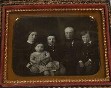 DAGUERREOTYPE RARE FAMILY PORTRAIT. 1/6 PLATE FULL CASE.