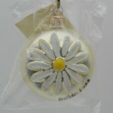 Patricia Breen 1998 Christmas Ornament Daisy Medallion Pearl 9899 Signed Pmb