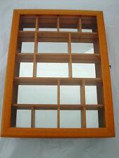 * VITRINE MURALE EN BOIS AVEC GLACE AU FOND 37.5 cm x 27.5 cm