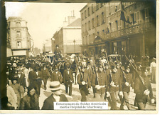 Cherbourg-Octeville, enterrement du soldat américain Vintage silver Print Tira