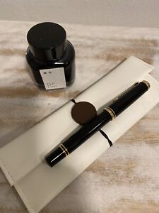 pelikan m400 Black fountain pen M Nib  With Accessories!