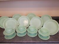 BEAUTIFUL SERVICE FOR 8 FIRE KING JADEITE ALICE SET RARE & LOVELY
