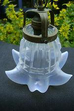 ANCIENNE TULIPE  OPALESCENTE BLEU AVEC SA GRIFFE POUR LAMPE APPLIQUE N3115