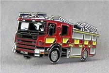 METALLO SMALTO SPILLA BADGE Camion Dei Pompieri Fire Man Emergency Rosso