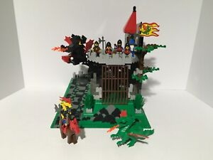 LEGO 6082 VINTAGE Castle Fire Breathing Fortress  no box/instructions