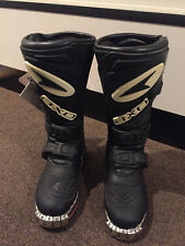Axo Boxer Junior Motorcross Motorcycle Boots Size 12 - New -  Black/Red