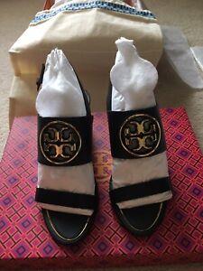 NIB $298 Tory Burch 65mm Metal Miller Logo Wedges Sandals In Black Gold Size 7.5