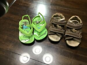 Boys lot of 2 toddler size 6 GAP sandals shoes 18 mon /2T OLD NAVY flip flops