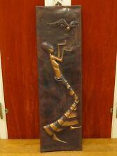 Ancienne grande décoration africaine cuivre repoussé 1970 - 88 cm sur 26 cm